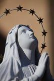 Una estatua de rogación de Maria de Virgen Fotos de archivo