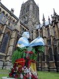 Una estatua de un caballero adornado fuera de Lincoln Cathedral, junio de 2017 Imagen de archivo libre de regalías