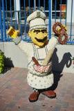 Una estatua del cocinero hecha por lego Foto de archivo