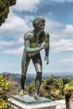 Una estatua 'del corredor' en el jardín de Achilleion Imágenes de archivo libres de regalías