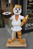 Una estatua del hombre de la panadería en Suiza imagenes de archivo