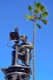 Una estatua en los estudios universales, Hollywood del cineasta imagenes de archivo