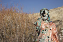 Una estatua religiosa sucia fotos de archivo