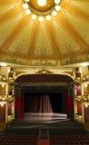 Una etapa vacía de un viejo teatro Fotos de archivo libres de regalías