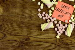 Una etiqueta engomada con el texto: Día feliz del ` s de la tarjeta del día de San Valentín adornado con los dulces de la melcoch Fotos de archivo libres de regalías