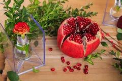 Una exposición hermosa de lámparas y de frutas Imágenes de archivo libres de regalías