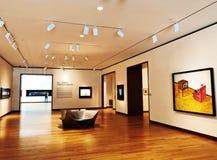 Una exposici?n de arte dentro del museo de New Britain del arte americano fotografía de archivo