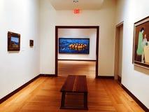 Una exposici?n de arte dentro del museo de New Britain del arte americano foto de archivo libre de regalías