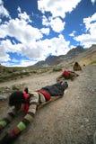 Una famiglia tibetana su un pellegrinaggio Fotografia Stock