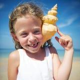 Una familia caucásica está disfrutando de vacaciones de verano foto de archivo libre de regalías
