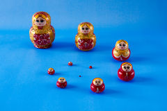 Una familia de matrioska en espiral Imagen de archivo libre de regalías