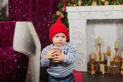 Una familia grande es toda cena de la Navidad de ayuda del servicio imagen de archivo