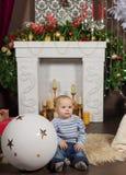 Una familia grande es toda cena de la Navidad de ayuda del servicio imágenes de archivo libres de regalías