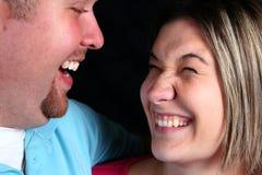 Una familia que ríe y que juega foto de archivo libre de regalías