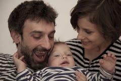 Una familia rayada feliz Imagenes de archivo