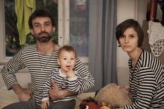 Una familia rayada feliz Fotografía de archivo libre de regalías