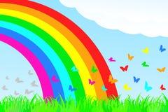 Una farfalla vola attraverso l'arcobaleno. Fotografie Stock