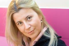 Una femmina attraente fotografia stock libera da diritti