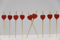 Una fila de corazones rojos Fotos de archivo libres de regalías