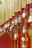 Una fila de las campanas de bronce Fotografía de archivo libre de regalías