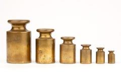Una fila de pesos envejecidos Imagen de archivo