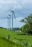 Una fila dei generatori eolici Fotografia Stock Libera da Diritti