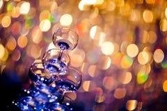Una fila dei vetri del champagne Immagini Stock