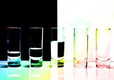 Una fila dei vetri per vodka Immagine Stock Libera da Diritti