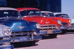 Una fila del Ca automóviles en el perfecto estado, Hollywood, California de los años 50 Fotografía de archivo