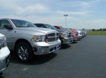 Una fila di 2016 Dodge Ram Pickups immagini stock libere da diritti