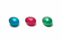 Una fila di tre uova di Pasqua,   Fotografie Stock