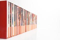 Una fila lunga dei libri Fotografie Stock