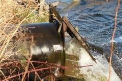Una fine su di acqua che è liberata Fotografia Stock Libera da Diritti