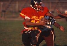 Una fine su di un giocatore di football americano della High School immagine stock