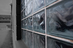 Una finestra di vetro del bliock su una costruzione Fotografia Stock Libera da Diritti