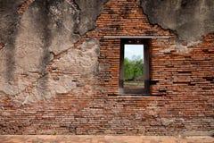 Una finestra sul muro di mattoni rosso Fotografia Stock Libera da Diritti