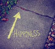 Una flecha amarilla que muestra la manera a la felicidad Fotografía de archivo libre de regalías