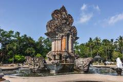 Una fontana in una rotonda con le statue ind? fotografia stock libera da diritti