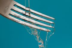 Una fork y un agua - higiene Foto de archivo