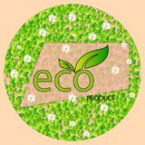 Una forma redonda de hojas y de manzanillas con el producto del eco de la inscripción en un fondo ligero Logotipo de Eco, bandera Foto de archivo