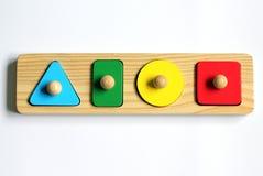Una forma y un color del bebé bloquean rompecabezas del clasificador Imagenes de archivo