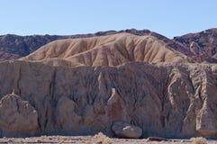 Una formación de roca en el desierto en California Fotos de archivo libres de regalías