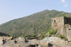 Una fortaleza vieja del  de MagliÄ de las Edades Medias fotografía de archivo