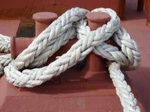 Una forte corda su un rimorchiatore. Immagine Stock