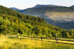 Una foschia leggera nelle montagne Fotografie Stock Libere da Diritti