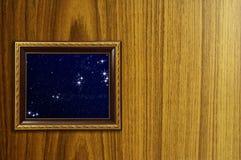 Una foto de un marco de madera Fotos de archivo libres de regalías