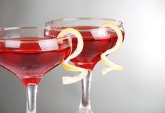 Una foto di due cocktail cosmopoliti Fotografia Stock