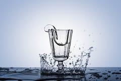 Una fotografía de un punto en alcohol en un vidrio del vintage Imagen de archivo