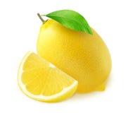 Una fruta y mitad enteras del limón con un pedazo aislado en blanco Foto de archivo