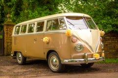 Una furgoneta de campista de la boda de VW imagen de archivo libre de regalías